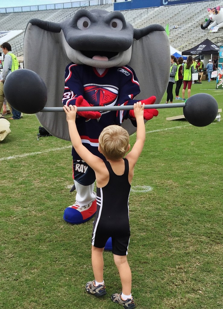 The Strongest Man in the World faces off with The Charleston Stingrays mascot
