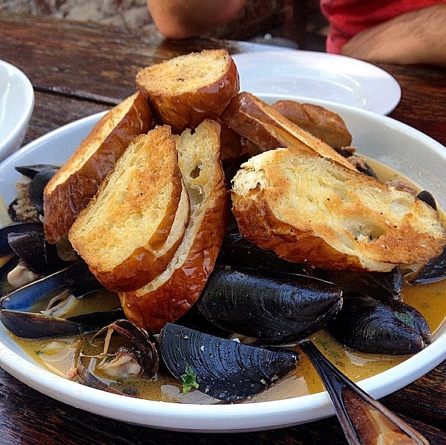 Mussels with Pretzel Bread