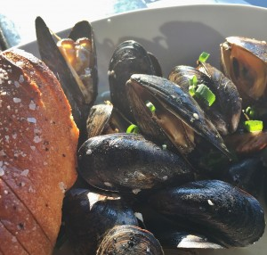 Mussels with baguette