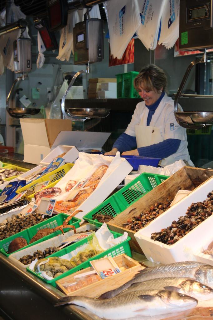 seafood vendor, Mercado la Ribera